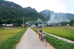 Chiu lng qu (pinnee.) Tags: road girls sky people house mountain nature boys field childhood bicycle horizontal fog outdoors photography cycling togetherness asia southeastasia day child farm fulllength vietnam innocence agriculture twopeople ricepaddy onthemove gettyimages harvesting mountainrange hoabinh casualclothing realpeople colorimage ruralscene 45years maichau childrenonly maichu 89years lushfoliage asiaimages maichauhoabinh builtstructure southeastasiaimages lacvillage thaiethnicity hoabinhprovince vietnameseethnicity maichauvalley baclac bnlc thaiethnic ricecerealplant maichudistrict