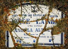 PEA-Jorge-Landa-RIP-(textKF) (ikimilikili-klik) Tags: cemetery cementerio tomb tumba euskalherria basquecountry navarre pea lpida navarra nafarroa hilerria d700 nikond700 2470mmf28g nikkor2470mm