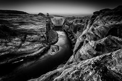 Over the Glen Canyon Dam --> lolilolexplore?lolilol (Geoffrey Gilson) Tags: arizona white lake black river colorado dam canyon glen page powell