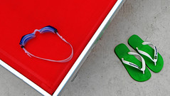havaianas (Rino Alessandrini) Tags: piscina lettino infradito geometria astratto forme colori rosso verde diagonale blu pool table abstract geometry shapes flops colors red green blue diagonal havaianas