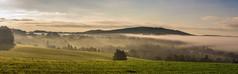 Morgennebel (matthias_oberlausitz) Tags: beiersdorf nebel heidelberg wiese dunst sonnenaufgang himmel gebirge oberlausitz