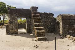 Old mosque in Kaole (Leif Hinrichsen) Tags: tanzania tansania africa afrika history ruins ruinen islam kaole mosque tomb moschee heritage shirazi shiraziera