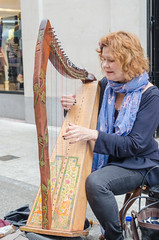 Brenda - DSC_0078 (John Hickey - fotosbyjohnh) Tags: 2016 september2016 harp music musicalinstrument busker street streetentertainment woman lady person people female streetperformer nikon nikond5100
