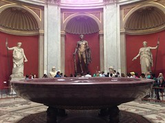 Rome: Vatican Museums - Round Hall in Pio Clementino Museum (escriteur) Tags: img1105 rome roma vaticancity vaticanmuseums museivaticani museopioclementino pioclementinomuseum roundhall statues sculptures porphyry basin nero nerosbathtub