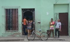 Camagey a todo color, Cuba (heraldeixample) Tags: heraldeixample cuba gent people gente pueblo popular camagey colors colours colores dona woman mujer frau femme fenyw bean donna mulher femeie  kadn   boireannach kobieta man mes hombre homme mnner gizonen mnd viroj fir dynion  lelaki homens  erkaklar  republicadecuba