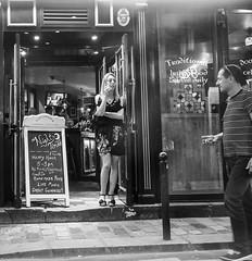 Rue Danton (Christof Timmermann) Tags: olympusomd paris omd blackwhite streetfotografie eyecontakt street monochrom brake kontakt