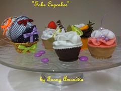Cupcakes de feltro (Funny Amandita) Tags: cupcake cupcakedefeltro docesdefeltro cupcakedecorativo docesdetecido docesdecorativos