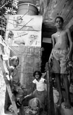 Rocinha, Rio de Janeiro, Brazil. 2007 (The Skeeto Lounge) Tags: brazil latinamerica southamerica brasil riodejaneiro ppg streetkids favela slum morrodocantagalo garethjones brazil9000 skeetolounge brasil9000 favelascape
