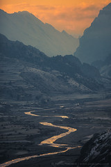 Marsyangdi river and Bragha village from the Manang (3,540 m) (Anton Jankovoy (www.jankovoy.com)) Tags: morning nepal mountains sunrise river hills marsyangdi himalayas  acap manang     khola    bragha