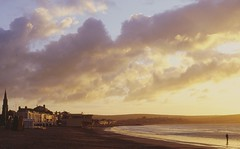 Weymouth beach at sunrise (Richard.Fisher) Tags: 50mm dorset weymouth nikonf80d afnikkor50mmf14d fujichromevelvia50rvp