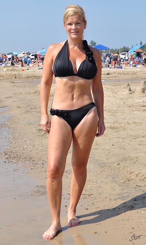 Milf bikini legs