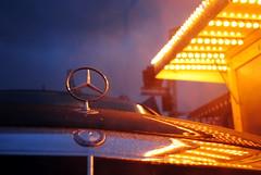 Star And Light (Ben Gun) Tags: rain mercedes benz dom anniversary hamburg fair reflexion kirmes regen raindrop bude volksfest jubilum attraktion nikkor1855mm fahrgeschft nikond3000 daybeforedom