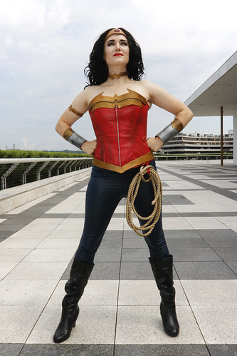 Wonder Woman - triumphant pose
