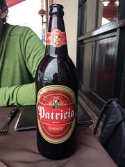 """Montevideo: d'après le serveur, il s'agit de la meilleure bière d'Uruguay. Très bonne mais les deux autres testées auparavant n'était pas moins bonnes. <a style=""""margin-left:10px; font-size:0.8em;"""" href=""""http://www.flickr.com/photos/127723101@N04/29125311723/"""" target=""""_blank"""">@flickr</a>"""
