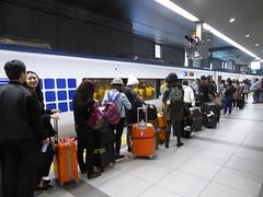 Queueing up for the Haruka (seikinsou) Tags: japan spring osaka kix kansai airport haruka jr train shinosaka queue platform baggage