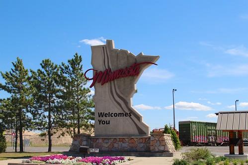 Minnesota big sculpture sign