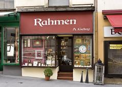 Wien (*Gegenlichtfreundin*) Tags: wien vienna sterreich austria rahmen schaufenster antik geschft laden gelny laurenzerberg