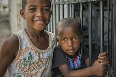 Cuba, Los niños en La Habana (CARLORICCI) Tags: cienfuegos arcipelagodeicaraibi playaancon penisoladiancón unesco patrimoniodellumanitàdallunesco sanctispíritus caraibi cuba trinidad ciudaddelahabana lahabana havana malecon carlo carloricci nikon nikond810 riccarlo nikkor nikkor2470mmf28gedafs oןɹɐɔcarlo ©copyright carl㋡ cohiba rum ron santiagodecuba havanaclub allaperto mercadodeartesanía avenidadelpuerto losniñosenlahabana niños plazadelacatedral cayolevisa cayoblanco cayolargo labodeguitadelmedio elfloridita hemingway lavana