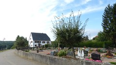 Friedhof und Burghaus in Schöneberg