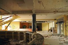 Entre principale - N'y entrez plus ! (B.RANZA) Tags: trace histoire waste sanatorium hopital empreinte exil cmc patrimoine urbex disparition abandonedplace mmoire friche centremdicochirurgical