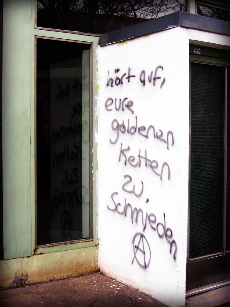 Goldene Ketten (bluemacgirl) Tags: Wedding Berlin Gold Graffiti Golden  Words Punk Chain Stop