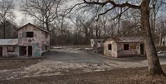 Le village (www.darnoc.fr) Tags: camp photoshop canon eos village tag abandon 1785mm 1785 maison mur efs1785mmf456isusm militaire beton lightroom levillage batiments 60d eos60d