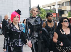 WaveGotik Treffen (ingrid eulenfan) Tags: girls people boots gothic wave streetlife leipzig event fans musik frau konzert schwarz 2012 gotik visualkei gotic ragazze mittelalter wgt kostm gotica kostuem wavegotiktreffen fetishwear mittelalterspektakel gotiche