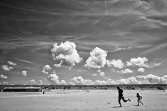 The Coast (Daan L) Tags: sea summer sky sun white black holland beach monochrome june juni strand digital mono coast spring sand noir 4 nederland zee gr nl schwartz zwart wit weiss iv blanc ricoh 2012 zand kust absorption thecoast 070 dutch thenetherlands thehague denhaag lahaye daanl daanl