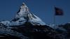 Le Cervin dans l'Aurore (Robin-Angelo Fuso) Tags: schnee blackandwhite mountain snow alps berg montagne alpes landscape switzerland suisse noiretblanc neige alpen paysage wallis valais drapeau matin cervin stagephoto jiribenovsky rieffelberg