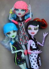 roller girls...they're taken chances (Laila X) Tags: monster high doll dolls frankie roller maze stein mattel operetta yelps ghoulia