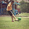 Nací para el futbol como Beethoven para la música... (Ƹ̴lizαbeth ۫◦۪°) Tags: park boy green bike sport ball movement child soccer bici deporte futbol niño menino summerdays pelota greengrass balompié robado parquemorelos