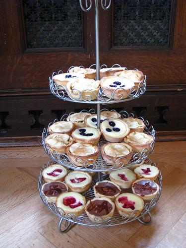 dessert buffet: mini cheesecakes