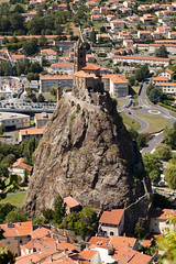 Saint-Michel d'Aiguilhe | Le-Puy-en-Velay-55 (Paul Dykes) Tags: geologie geology volcanic france auvergne lepuy lepuyenvelay city ville pelerinage pilgrimage santiagodecompostella hauteloire lerochersaintmicheldaiguilhe saintmicheldaiguilhe chapelle chapel lava pinnacle
