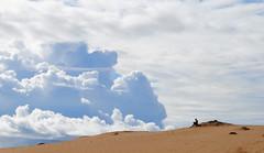 El lector y las nubes (Ane Uriarte) Tags: nubes azul lectura canarias fuerteventura paisaje