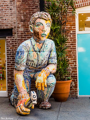 Kneeling Man with Hammer (Thad Zajdowicz) Tags: kneelingmanwithhammer vioilafrey sculpture ceramic colorful art publicart man workman hammer building brick zajdowicz pasadena california leica lightroom availablelight outdoor outside street urban city creativecommons gloves