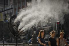 Verano en la ciudad (Carhove) Tags: summer verano street urban city calle streetphoto madrid spain calor