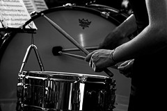 CREAVUE-ARLES. (thierrymuller) Tags: art arles artiste elpadrepicture thierrymuller photo photographie d610 1870 nikon85 france french frenchtouch musique music mamanano monochrome nikonpassion nikon noiretblanc bw blackwhite blackbeauty musicien drums