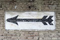 Novellara (S. Hemiolia) Tags: novellara gonzaga emilia d700 rocca freccia loggia loggiato writers graffiti muri wall muro bricks mattoni