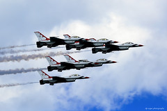 USAF Thunderbirds (dpsager) Tags: airshow2016 chicago chicagoairandwatershow dpsagerphotography f16fightingfalcon lakemichigan lakefront military thunderbirds usairforce usaf aircraft airplane