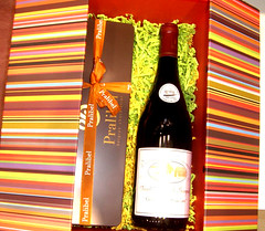 Coffret cadeau vin + chocolats Pralibel - Tours (Grand Htel de Tours) Tags: boutique tours chocolatier touraine chocolats coffretgourmand pralibel pralishop chocolattours pagefacebookpralibel coffretgastronomie gourdmandises oumangerchocolattours meilleurschocolatstours meilleurschocolatierstouraine