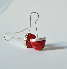 DSC_0350 (Donauluft) Tags: red oneofakind jewelry earrings solder beadwork seedbeads silversmithing jewlry handgefertigt earjewelry perlenhkeln handmadeunique