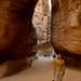 Entrando em Petra pelo desfiladeiro Siq