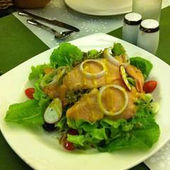 สลัดแซลมอนรมควัน | Green Salad With Smoked Salmon @ โรสวูดส์ | Rosewood
