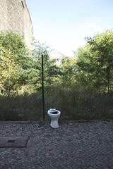 öffentliches WC (thmlamp) Tags: wedding berlin germany deutschland outdoor toilette indoor wc klo gwb inoutdoor 13355 guessedberlin берлин ackerstrase erikistderbeste gwbatineb ratenmachtspas 04102012