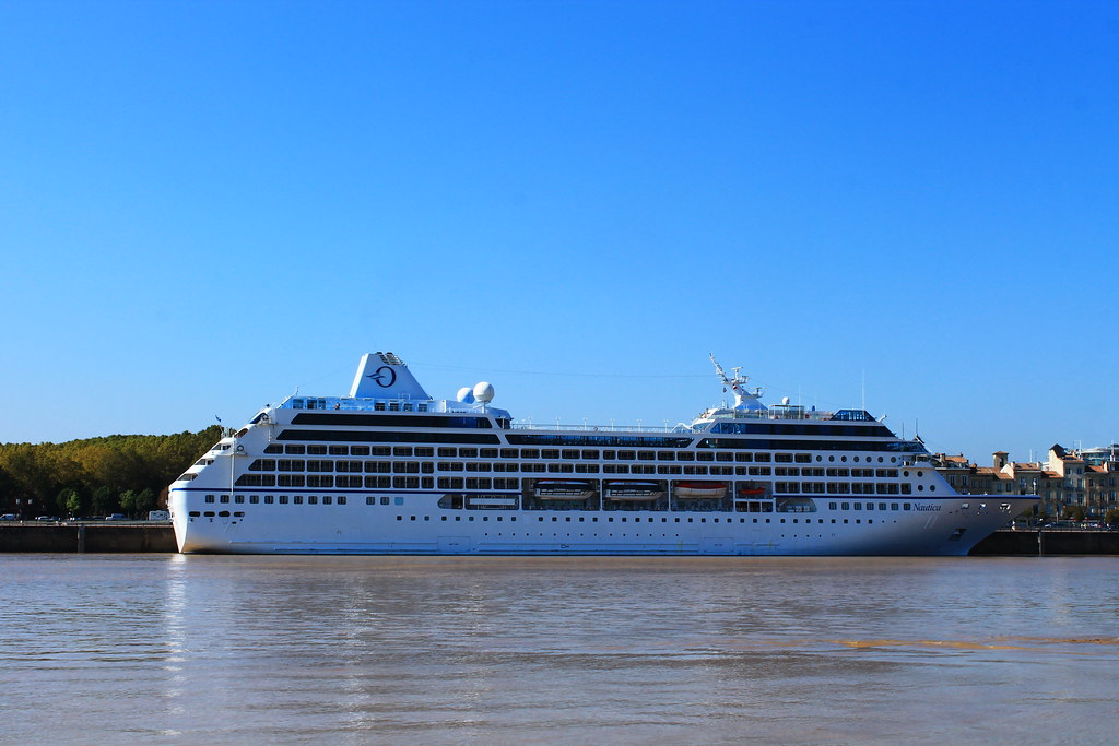 Paquebot Nautica dans le Port de la Lune - Bordeaux - 05 octobre 2012
