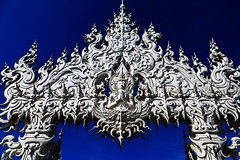"Wat Rongkhun, วัดร่องขุ่น (ol'pete) Tags: ""watrongkhun"" chiangrai thailand ""whitetemple"" doilopete wat temple modern พุทธศาสนิชน buddhist วัดร่องขุ่น เชียงราย ประเทศไทย โบสถ์ วัด วิหาร pete pwr earthasia"