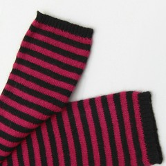 Winter wrsit+armwarmer - Under my skin (heartful-twist) Tags: armwarmer sewing factory winter fashion classsic stripes knitaccessories black red heartfultwist warmer wrist