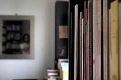 Autoportrait dans un miroir vague  Nanterre, septembre 2016 (Stphane Bily) Tags: stphanebily autoportrait selfportrait selfie bibliothque library miroir mirror homme mal reflet reflection