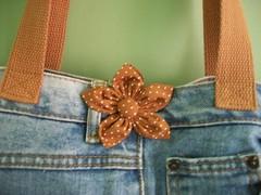 Bolsa Jeans com Flor de Fuxico (cristina cordeiro) Tags: flores arte artesanato fuxico bolsa bolsas tecido acessórios bolsafeminina bolsadetecido bolsasdetecido bolsajeans
