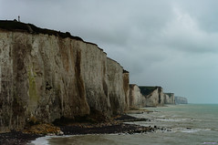 Les Falaises  Ault en matine par temps couvert (01/19) (Alexandre LAVIGNE) Tags: sea mer france photography mar photo meer mare pentax zee cliffs ville manche picardie falaises scogliere felsen falsias ault rotsen somme baiedesomme acantilados seasidetown ctes badplaats cittdimare littoralpicard ciudadcostera pentaxk20d smcpentaxda50135mmf28edifsdm sommepicardie cidadelitornea stadtammeer louisengival